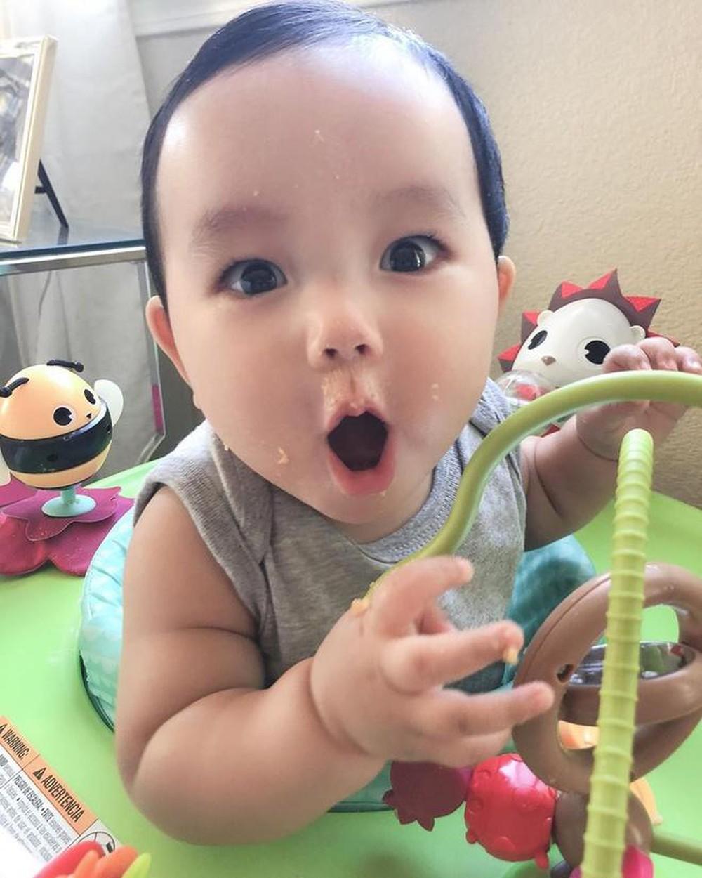 Con trai Phạm Hương