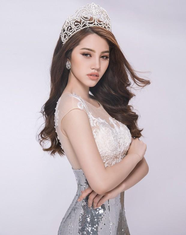 Jolie-Nguyen-khoe-nhan-kim-cuong